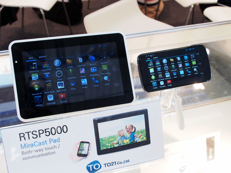 Miracastに対応した、モバイル用のディスプレイ。スマートフォンの画面を表示するためのデバイスだ