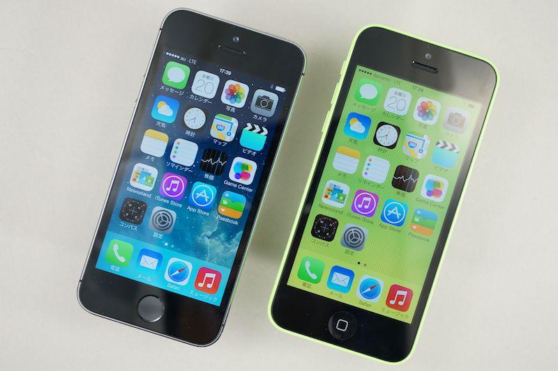 iPhone 5s(左)とiPhone 5c(右)