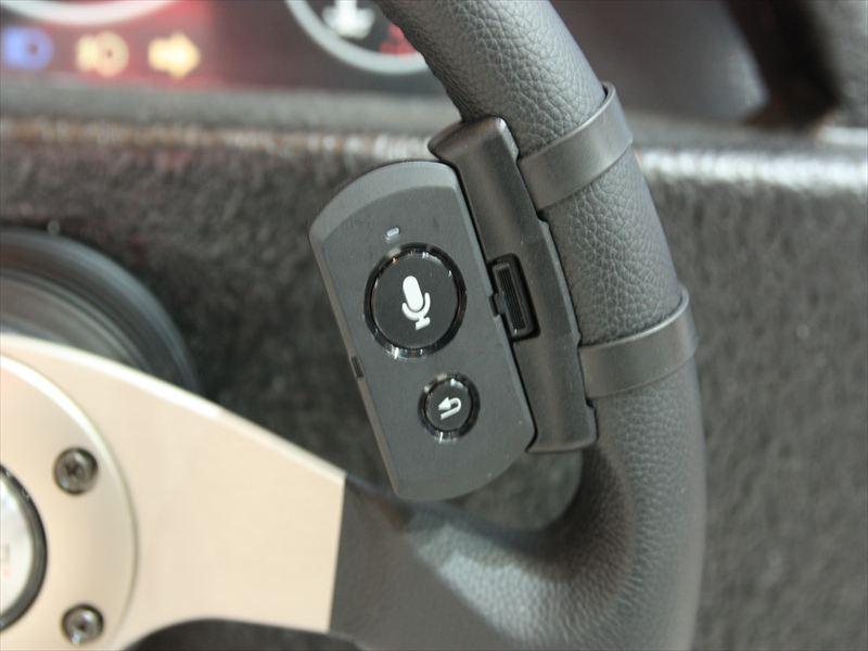 ボタンを押すと音声操作が可能になる専用機器