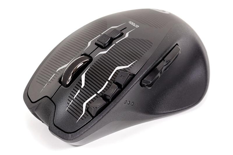 ロジクールの「G700s Rechargable Wireless Gaming Mouse」。高機能で高感度なゲーミングマウスで、両サイドに「手のベタつきを軽減するコーティング」がなされている。汗ばむ季節でも快適に使えるのだ。が、1日1度の充電の手間が面倒で、今回紹介したG602に乗り換えたのであった