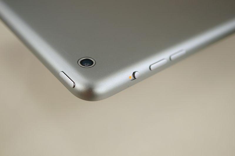ボタン類の種類・配置は従来のiPadと同じだが、デザインは若干変わっている