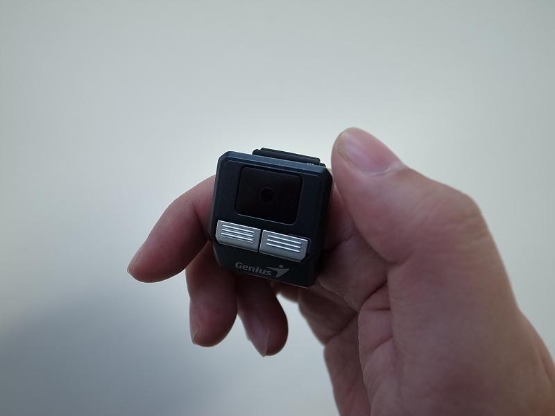 「リングマウス」 利き手の人差指に差し込んで、親指で操作するとしっくりくる