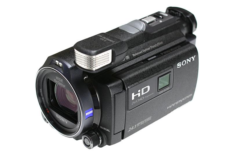ソニーのデジタルHDビデオカメラレコーダー「HDR-PJ790V」。フルHD/60P対応のハンディカムで、強力な手ブレ補正機構「空間光学手ブレ補正」を備える