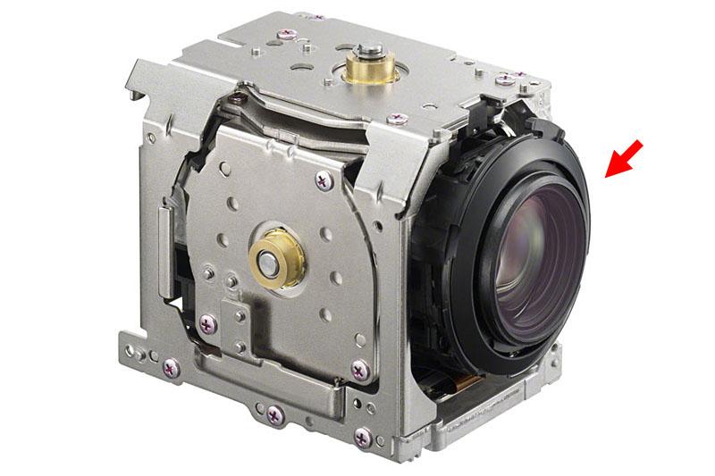 「HDR-PJ790V」に搭載されている空間光学式手ブレ補正ユニット。カメラ使用中(撮影モード)では、レンズ部分がグリグリと生物的に動く。超サイバーっ!!