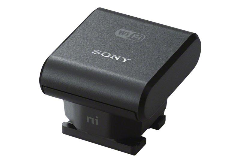 「ADP-WL1M ワイヤレスアダプター」を使うと「HDR-PJ790V」などのハンディカムがWi-Fi対応になり、PCやスマートフォンと連係動作するようになる。非常に小さなアダプタで、質量は9g(実測値)