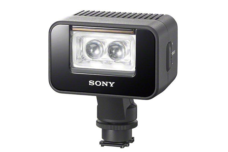 LED式補助ライトの「HVL-LEIR1 バッテリービデオIRライト」。光源色は白だが、内蔵のパネルを下ろせば電球色に近い色になる。マルチインターフェースシューに取り付けられるが、普通一般のフラッシュ取り付け用のシューにも装着可能なので、汎用性がある