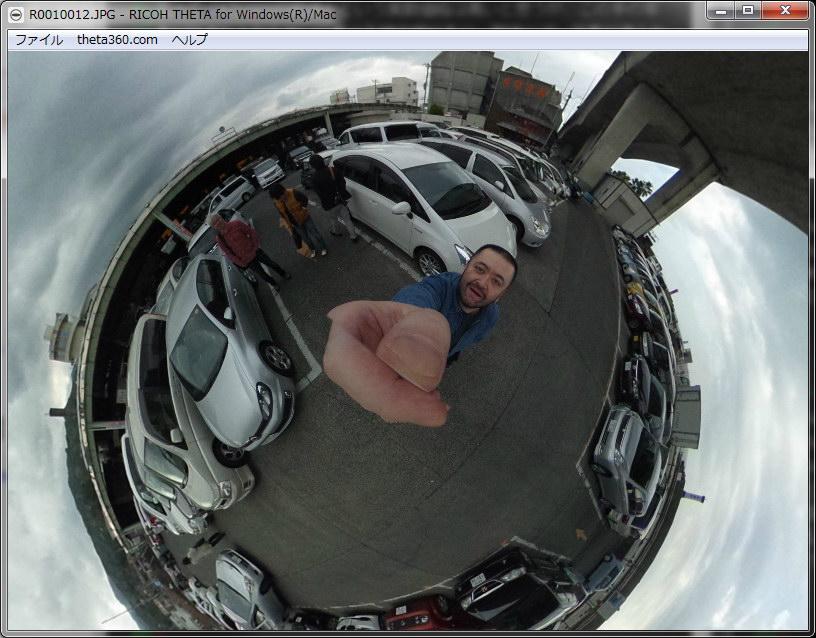 THETAで撮った写真をPC用ソフト「RICOH THETA for Windows」で閲覧している様子。どの方向でも自由に見られる。ホイールで画角調節(映像の拡大縮小)も可能