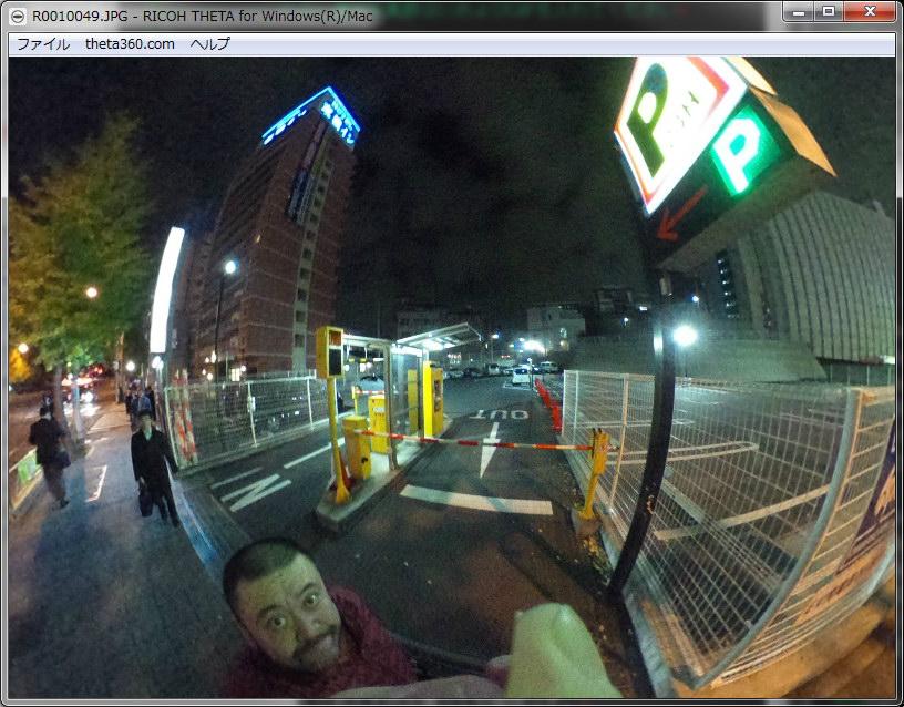 意味なく夜の駐車場付近を撮影。暗いとノイズが増えてイマイチかも!?