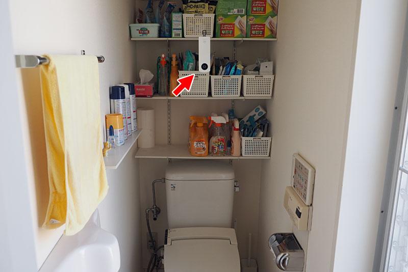 トイレの写真は、別売をストラップ用アタッチメントと釣り糸を使い、THETAを天井から吊ってリモート撮影を行ったのであった