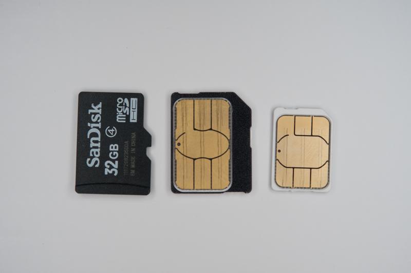 「isai」は一番右の「Nano IC Card」を採用する。中央はLTE端末などで一般的な「Micro IC Card」。端子のサイズそのものが小型化されている