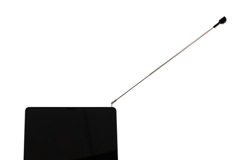 フルセグ/ワンセグアンテナは右上端から伸びる