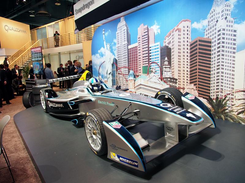 「フォーミュラE」のレースカーも展示されていた