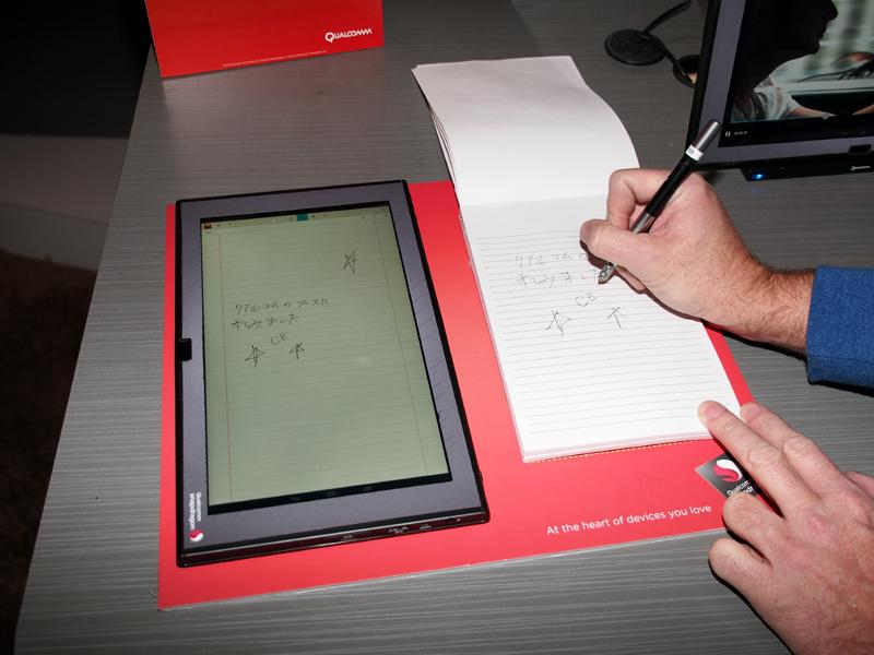 ペンから出る超音波を検出し、紙に書いた文字をそのまま画面に映し出す