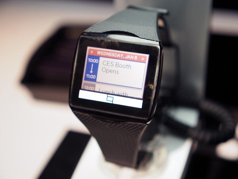スマートフォンと連携し、音楽プレイヤーを遠隔操作したり、通知を受けたりといったことが可能