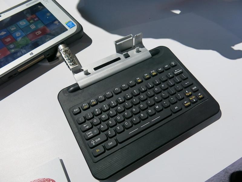 FZ-M1の専用キーボードドック