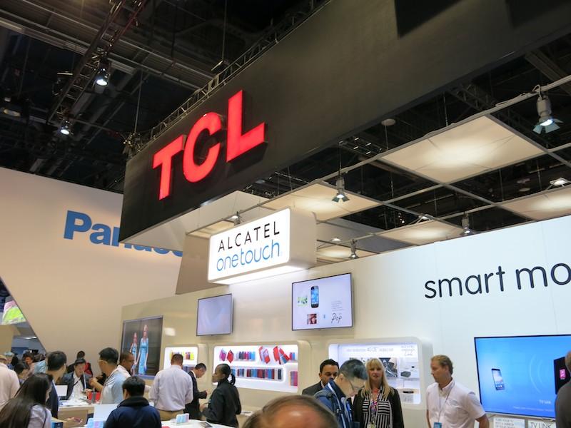 TCLブースのALCATEL ONETOUCH展示