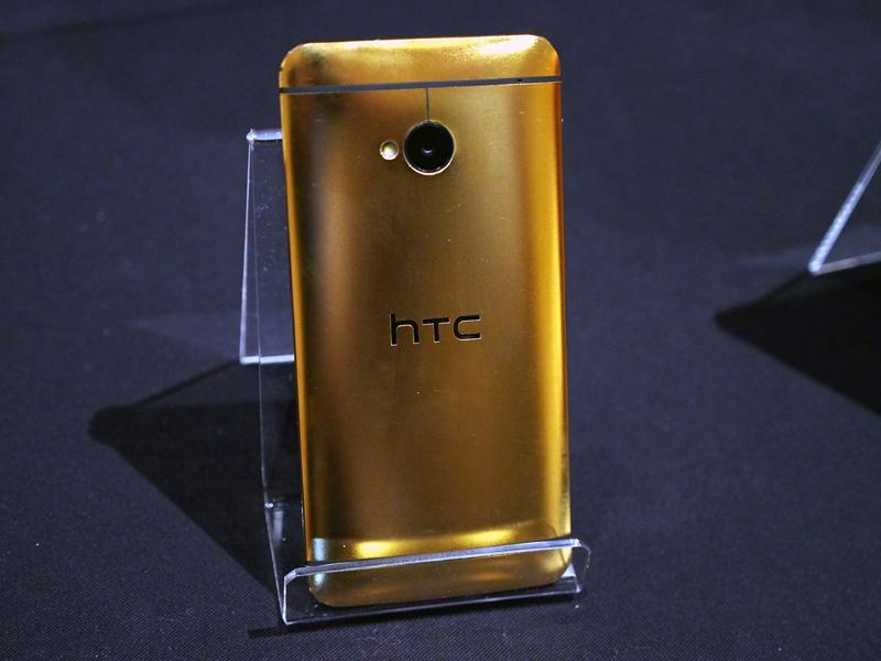 24金を用いた「HTC One」。キャンペーンで作成されたもので、通常のゴールドも存在する