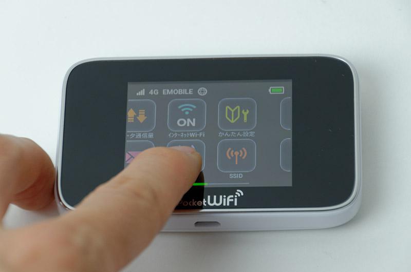 タッチパネル搭載でホーム画面や各設定画面などタッチ・フリック操作でスクロールできる