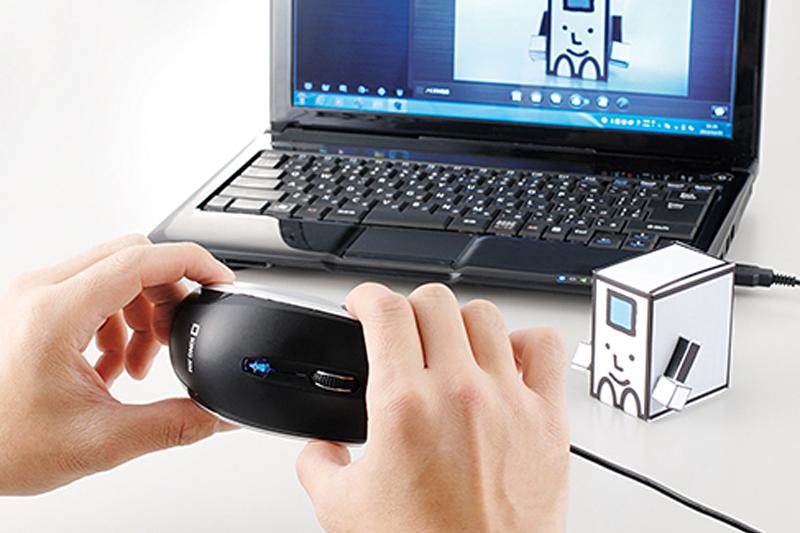 左がマウス底面にカメラを内蔵した「カメラ付マウス CMS10」。右がクリップ専用プリンターの「ココドリ CC10」。発売日はどちらも2014年1月31日で、メーカー本体価格は「カメラ付マウス CMS10」が4000円、「ココドリ CC10」が1万4000円