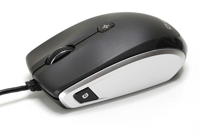 マウスの左サイドに静止画撮影用シャッターボタンがある。ホイールは動画撮影用のシャッターボタンとして機能する。被写体にマウス底面を向けて撮影するんですな