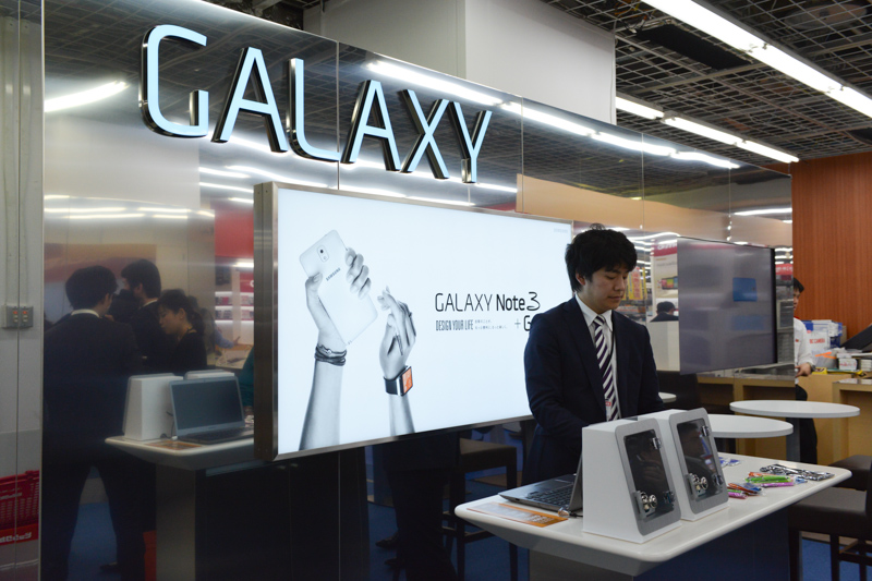 ビックカメラ有楽町店内の「GALAXY SHOP」
