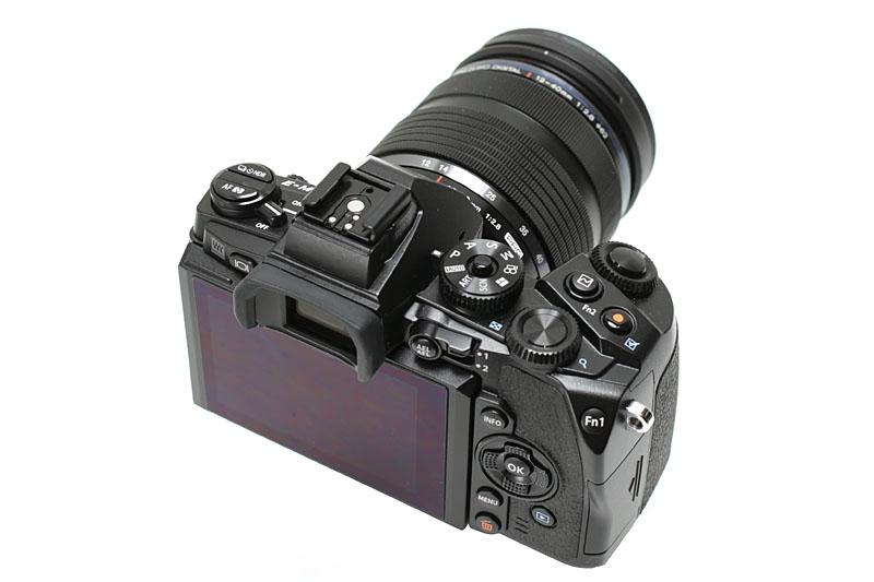 その外見で思わず買った「OM-D E-M1」。取材用カメラとして使用中だが、このカメラも非常に使いやすい。ボディの実勢価格は12万円前後