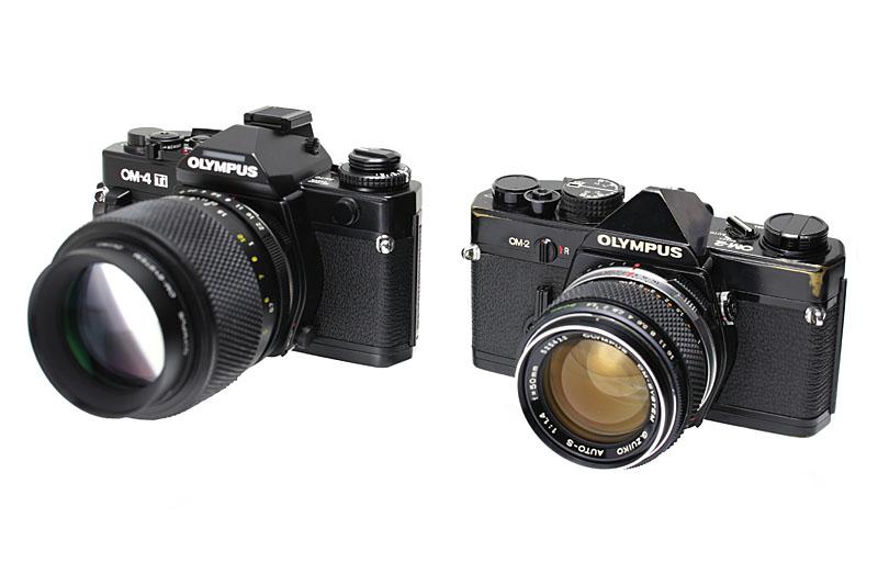左の写真にあるのは、オリンパスのフィルム式カメラ「OM-4 Ti」と「OM-2」。20~30年前あたりに常用していた。E-M1と並べると雰囲気ソックリでしょ~?