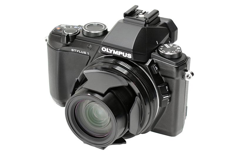 オリンパスのコンパクトデジカメである「STYLUS 1」。携帯性が良く、E-M1に通じる操作性の良さも備えている。実勢価格は5万5000円前後