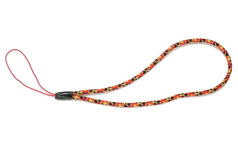 最後まで巻いたらライターで軽くあぶって溶着。巻き止めに使った黒い芯紐は、あまり目立たなくてイイ感じ。芯紐の上からネイルコート剤を塗布すれば、より解けにくくなり、耐久性が高まる