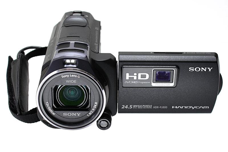 ソニーのハンディカム「HDR-PJ800」。強力な手ブレ補正機能「空間光学手ブレ補正」に加え、高輝度50ルーメンのプロジェクターを搭載したHDビデオカメラだ。2014年4月現在の実勢価格は8万円前後