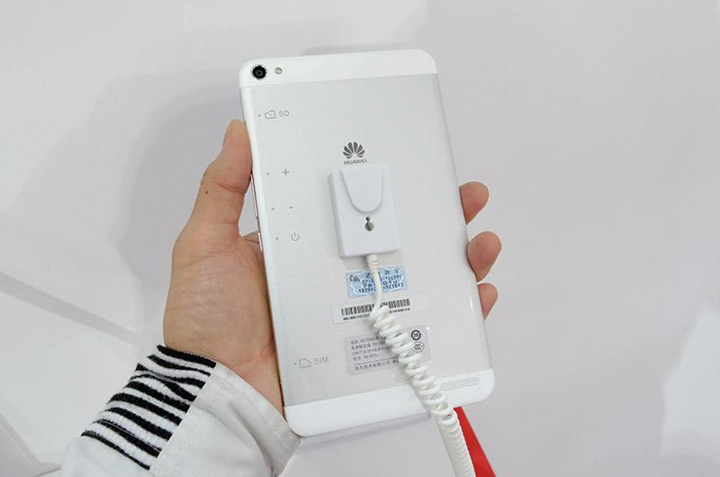 背面はiPhone 5に雰囲気が似ている