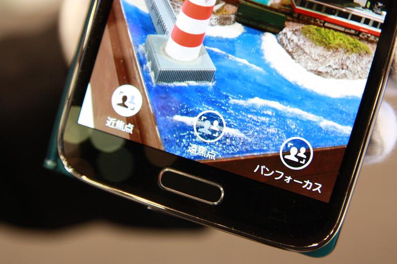 アイコンをタップすると写真下に3つのアイコンが表示され、それぞれタップすることでピントの違う3枚の写真から選ぶことができる