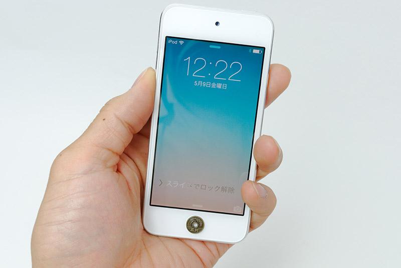 iPod touchのホームボタンに5円玉のシールを貼り付けてみたところ、サイズはぴったり
