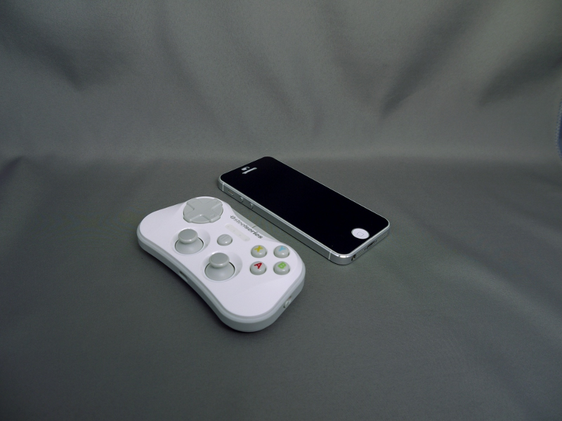 iPhone5よりやや小さめのサイズ