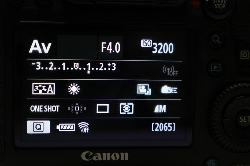 Eye-Fiカードを挿入すると、バッテリーのアイコンの右側に新しいアイコンが出現!