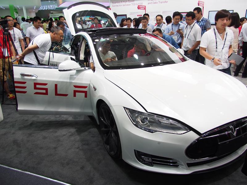 日本ではドコモの回線を利用することが発表された、テスラの電気自動車「モデルS」