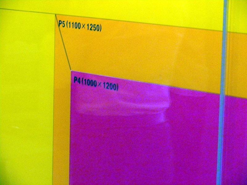 赤い色のサイズがP4(1000×1200mm)で、このサイズからスマートフォン向けにカットされる