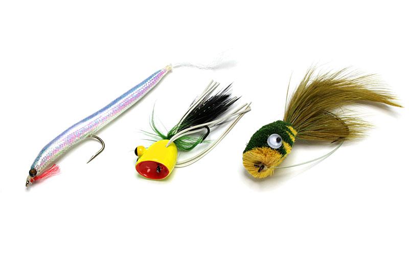 ブラックバス釣り用のドライフライ。左から、イワイミノー、ポッパー、バスバグ。ブルーギルも(フックが小さければ)釣れちゃったりするのだ。