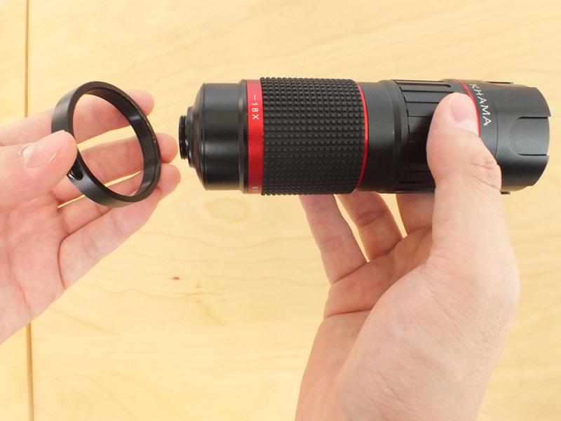 ズームレンズに三脚をマウントするためのマウントリングをセット。リングの穴を使って付属の三脚を装着する