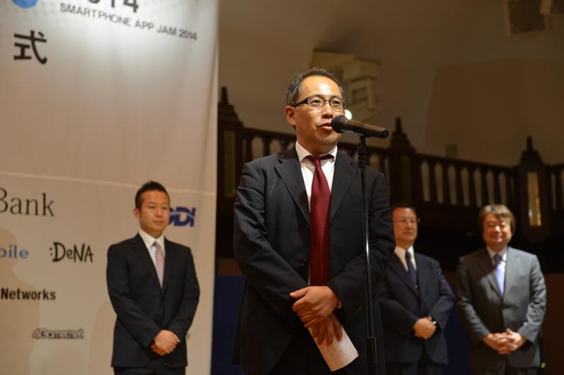MCF社会貢献賞を案内するMCFの岸原氏