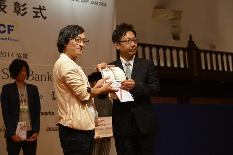 中道寿史氏が企画した「HeliPhone Camera」