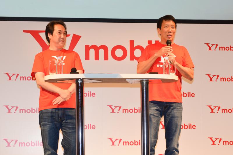 質疑応答に登壇したワイモバイル 取締役兼COOの寺尾洋幸氏(左)、代表取締役社長兼CEOのエリック・ガン氏(右)