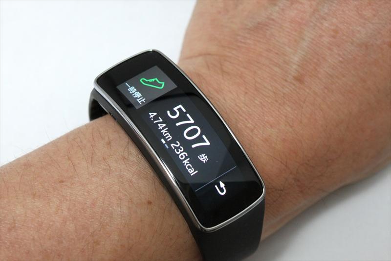 歩数計のデータは、GALAXY S5にプリインストールされた健康管理アプリ「S Health」と同期できる