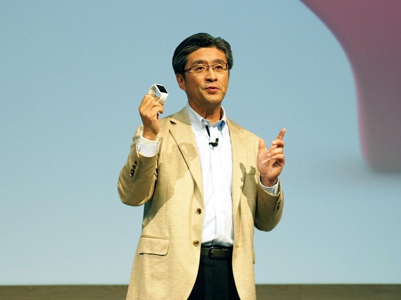 スマートウェアのコンセプトを語る、ソニーモバイルの鈴木国正氏