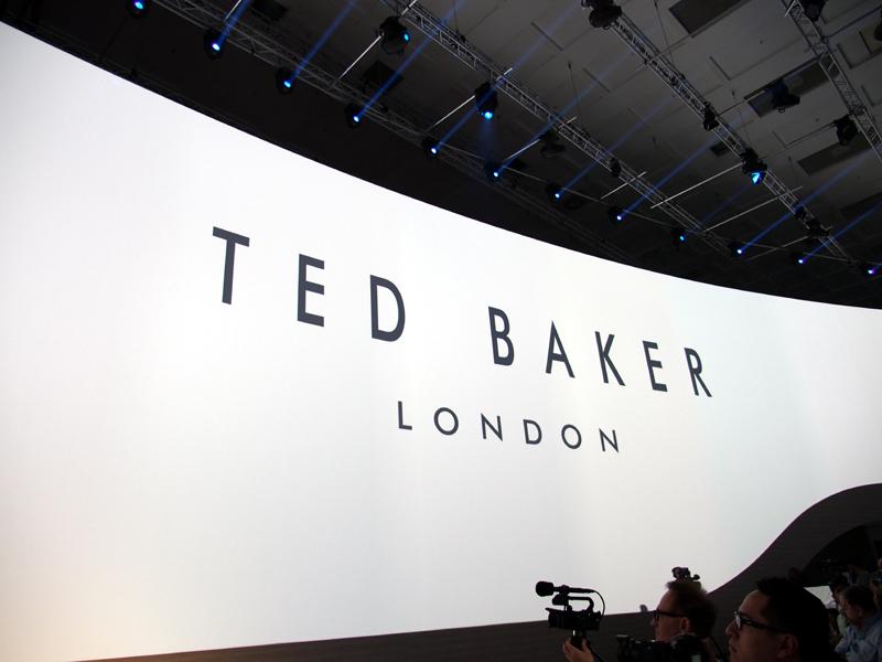 このほか、ライフスタイルを提案するブランドとのコラボレーションも発表された。プレスカンファレンスでは、ロンドン発のファッションブランド「Ted Baker」や、オイルドジャケットなどで日本でもおなじみの「Borbour」、ビーチブランドの「ROXY」などの名前が挙がった