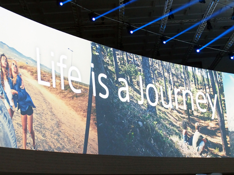 「Life is a Journey」がコンセプト。Lifelogアプリで履歴の蓄積と将来の予想を行うという枠組みは、初代「SmartBand」発表時に披露された