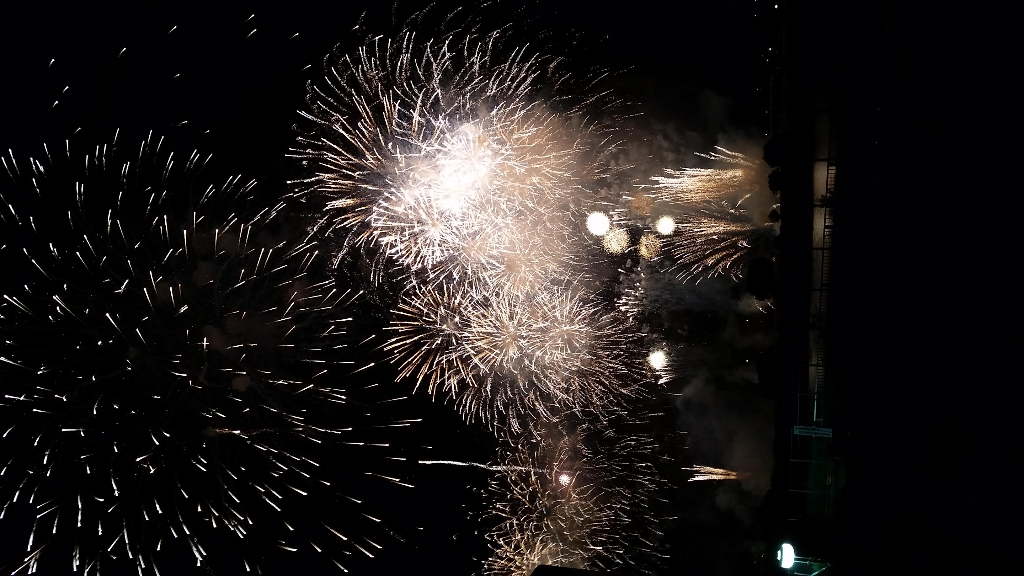 多摩川で開催された花火大会で撮影