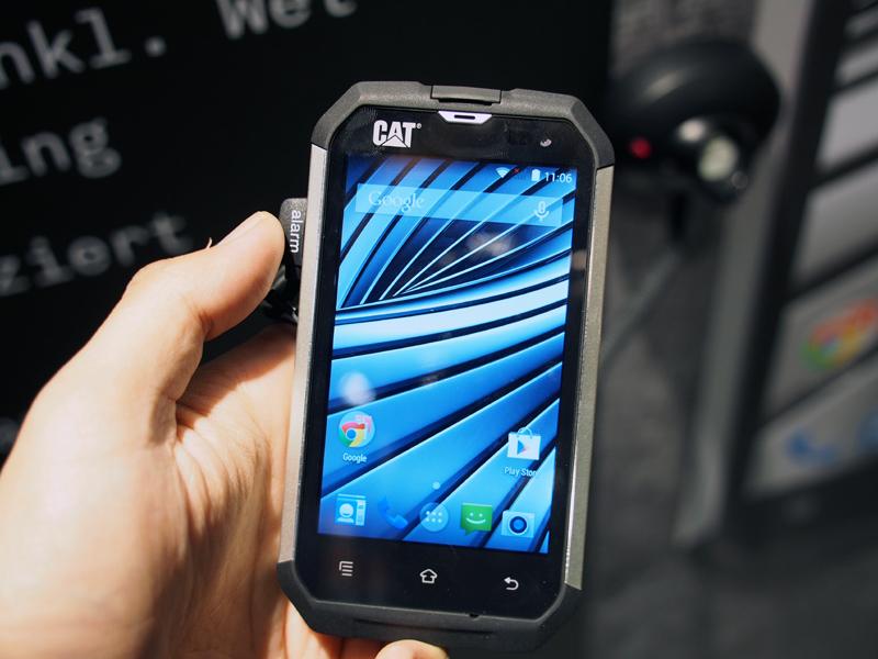 スマートフォンの「B15」。こちらはすでに発売済みで、3G対応