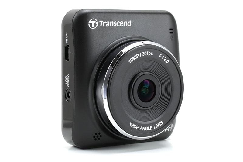 トランセンドのドライブレコーダー「DrivePro 200」。フルHD動画を自動的に連続録画するムービーカメラです。F2.0の明るいレンズを搭載し、画角は対角160度。実勢価格は1万6000円前後です。