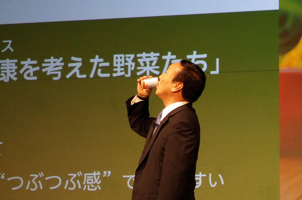 加藤社長が飲んで、おいしさアピール